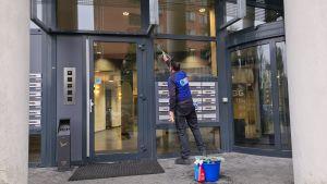 Trappenhuisreiniging glasbewassing Schoonmaakbedrijf Hofs