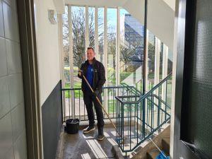 Trappenhuis reinigen vegen trappen Schoonmaakbedrijf Hofs