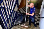 Schoonmaakbedrijf Hofs Arnhem Schoonmaak vegen trappenhuis