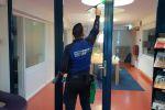 Schoonmaakbedrijf Hofs Arnhem | Nijmegen | Ede | Glasbewassing | Glazenwassen binnenzijde kantoor