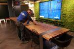 Schoonmaakbedrijf Hofs Arnhem | Nijmegen | Kantoor schoonmaak tafel afnemen